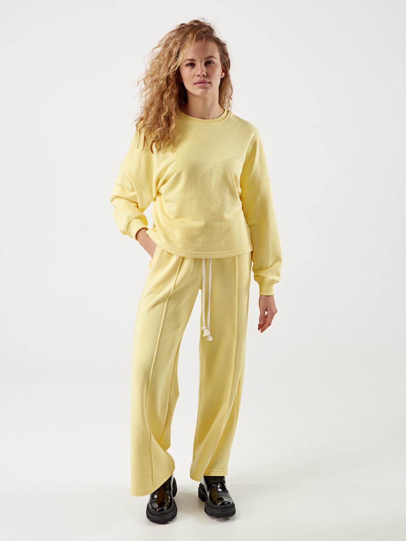 Жіночий жовтий костюм з кюлотами